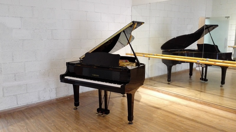 Picture of 'Yamaha Grand Piano G2E Serial Number E3430413'